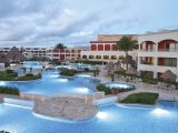 hard_rock_hotel_riviera_maya_nighttime_pool-_hacienda